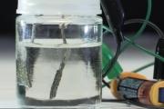 Разработана новая технология расщепления воды, работающая от электрического потенциала пальчиковой батарейки